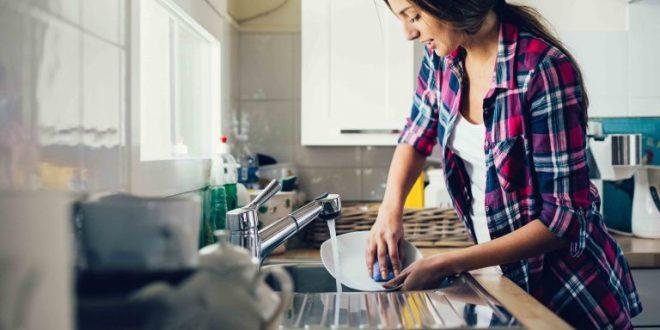 تنظيف المنزل وترتيبه